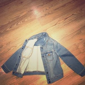 Jean jacket baby gap size 4 years old.